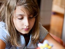 Намаляват часовете в училище, за да се прибират децата по светло
