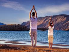 Забавни йога пози за малки и големи