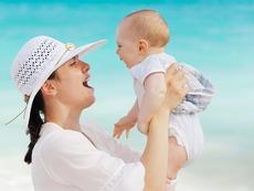 Нормално ли е бебето да ака след всяко кърмене?