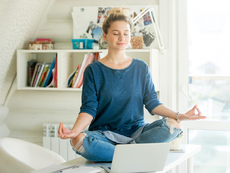COVID-19 ни затвори у дома. Как да преборим стреса от застояването вкъщи?
