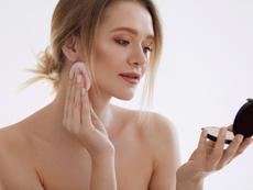 Мазна кожа – 5 начина да направите грима по-дълготраен