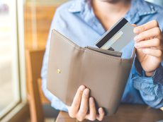 Какво никога не трябва да държите в портфейла си