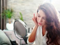 5 симптома на дефицит на хранителни вещества, личащи в огледалото