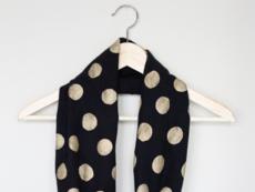 Направете си шал със златни точки