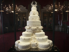 Изложение на сватбени торти в София
