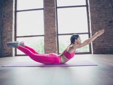 """Упражнението """"супермен"""" укрепва гърба и стяга дупето и корема"""