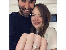 Ема Стоун се сгоди за приятеля си Дейв Маккари