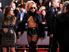 """Модни хитове и гафове на """"Грами"""" 2017"""