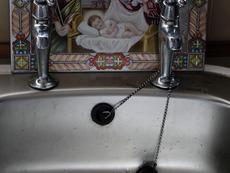 Как да отпушим мивката?
