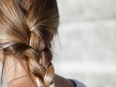 Как витамин С влияе на здравето на косата?