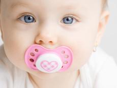 Кога да дадете биберон на бебето за първи път?