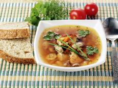 Гъбена супа с тортелини и наденица