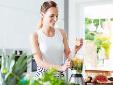 Полезни подправки и билки за смути напитките