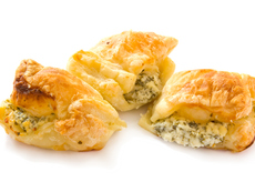 Бутербанички със синьо сирене и масло