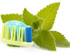 Естествени алтернативи на пастата за зъби