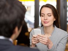 Защо жените не късат категорично с бившите си партньори?
