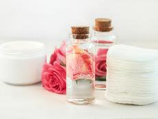 Розова вода за кожата около очите