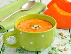 Тиквена крем супа със соев сос и семки