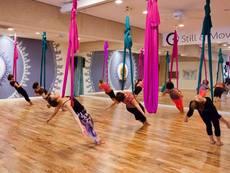 Въздушна йога – новата любима активност на жените