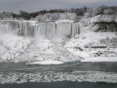 Впечатляваща гледка: Ниагарският водопад замръзна