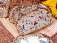 Ароматен хляб с орехи и боровинки в хлебопекарна