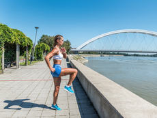 Бягане с високо вдигнати колена – за бързо топене на корема