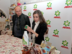 """Новата почистваща формула на Ariel течен """"прах"""" – без петна и с ярки цветове"""