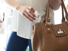 Дамска чанта: Какво трябва да бъде там?