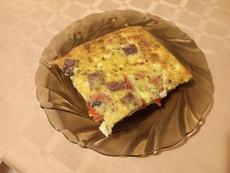 Фритата с печена капия и колбас