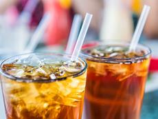 Защо е опасно да слагате лед в напитките си?