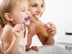 Как миенето на зъбки да се превърне в приятна игра?