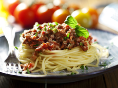 Спагети с телешка кайма и доматен сос