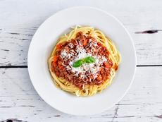Богати спагети с кайма и зеленчуци