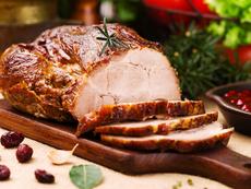 Празнично печено свинско с червени боровинки