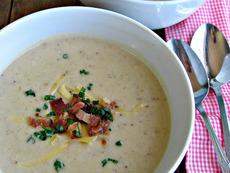 Картофена крем супа с чедър и бекон