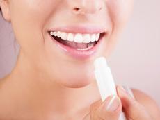 Води ли до пристрастяване балсамът за устни?