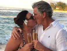 Пиърс Броснан към съпругата си: Благодаря ти за луната и слънцето, любов моя!