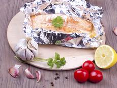Сьомга с домати и лимон във фолио