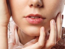 Чести причини за напукани устни