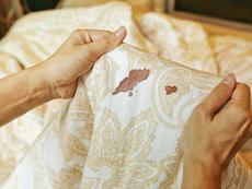 Как най-лесно да изперете петно от кръв?