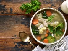Пилешка супа с тиквички и карфиол