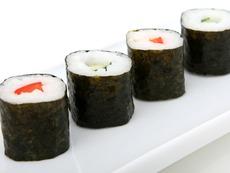 Какво съдържа традиционната рецепта за суши?