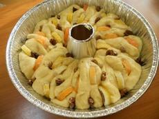 Козуначена корона с лимонови резанки и орехи