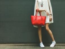 6 идеи как да носите бели дамски маратонки през лятото
