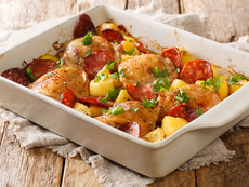 Печено пилешко с чоризо и картофи