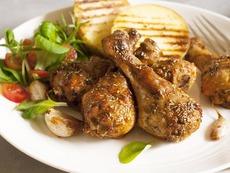Пилешки бутчета със сос от синьо сирене
