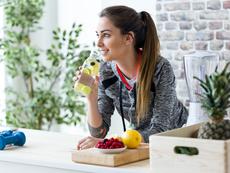 5 храни и напитки, елиминиращи водното тегло