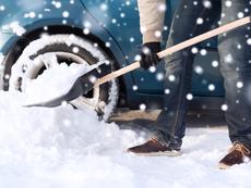 Защо чистенето на сняг в студа е опасно?