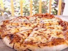 Пица със сирена и домати