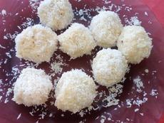 Кокосови бонбони с бадем